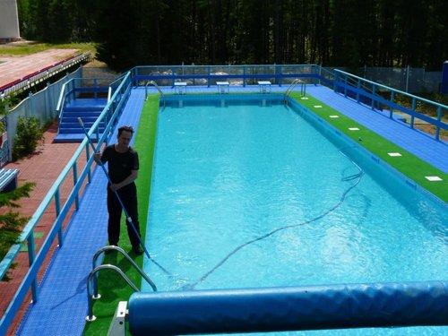 Как бороться с бактериями и водорослями в бассейне?