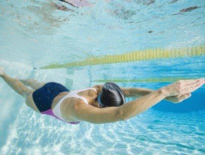 Польза от плавания в бассейне